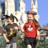 Dos Venezolanos atrapados por la magia de los parques de Disney: La Revolución Bonita de Magic Kingdom