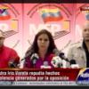 Iris, de negro, le dice a Capriles